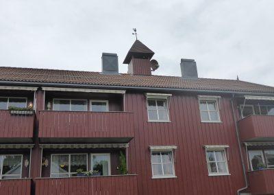 Rød bygning malt